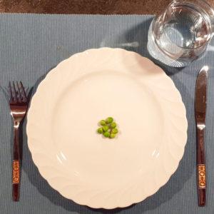 Ernährungstipps-fuer-die-Fastenzeit_Teller-mit-Erbsen_Diaetologie-Eberharter