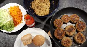 Veganer-Burger-mit-Linsen_Zutaten-fertig_Diaetologie-Eberharter